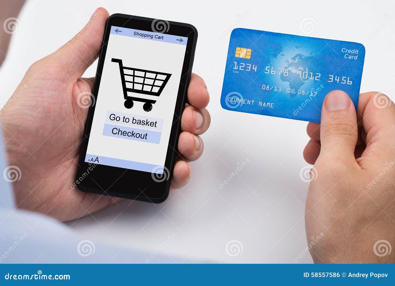 Téléphone de Person Shopping Online On Mobile