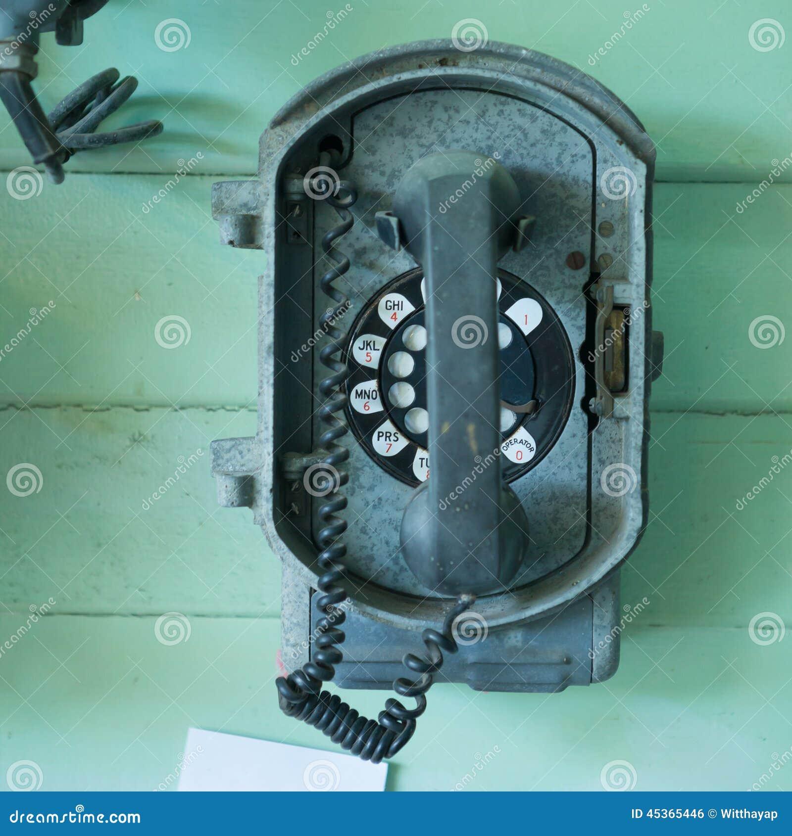 Téléphone de vintage sur le mur