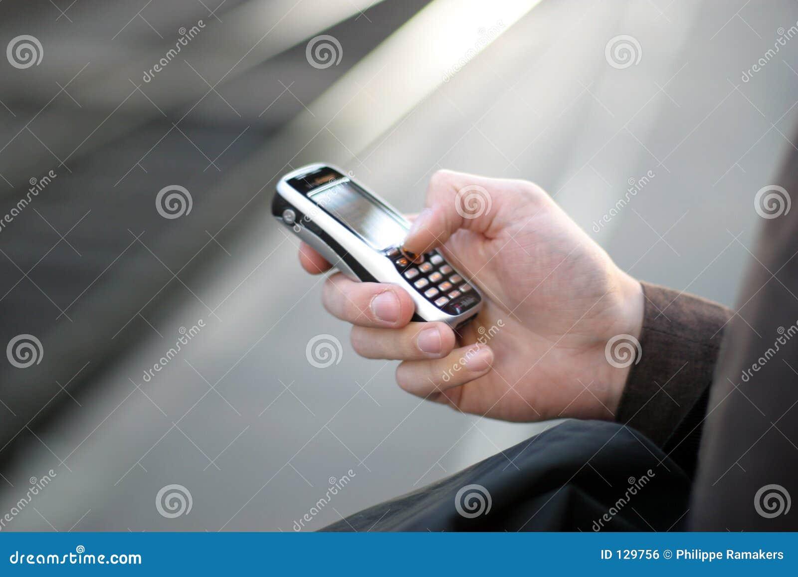 Téléphone mobile à disposition