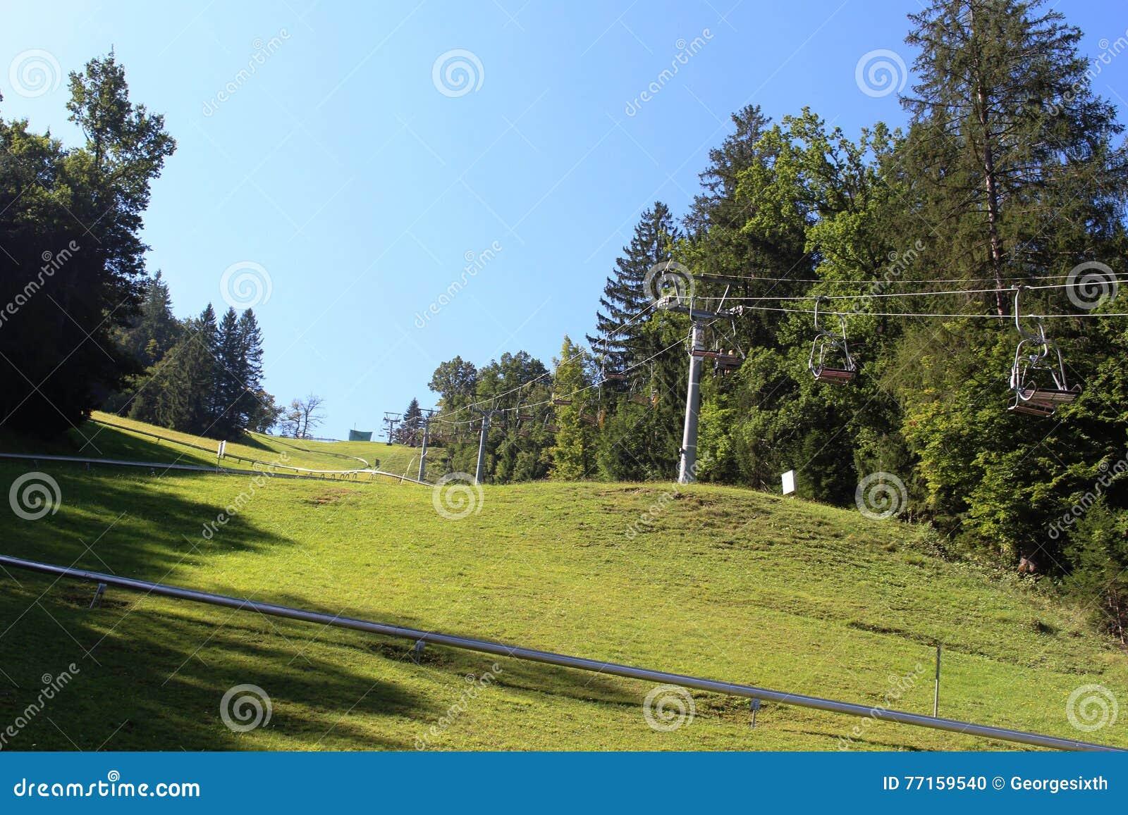 Télésiège vers le haut du flanc de coteau de Straza, saigné, Slovénie
