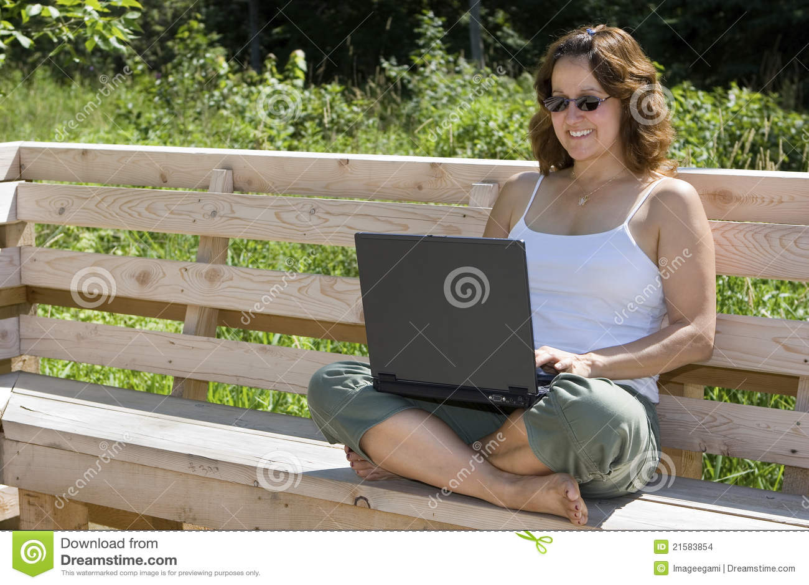 Télétravail heureux de femme d affaires