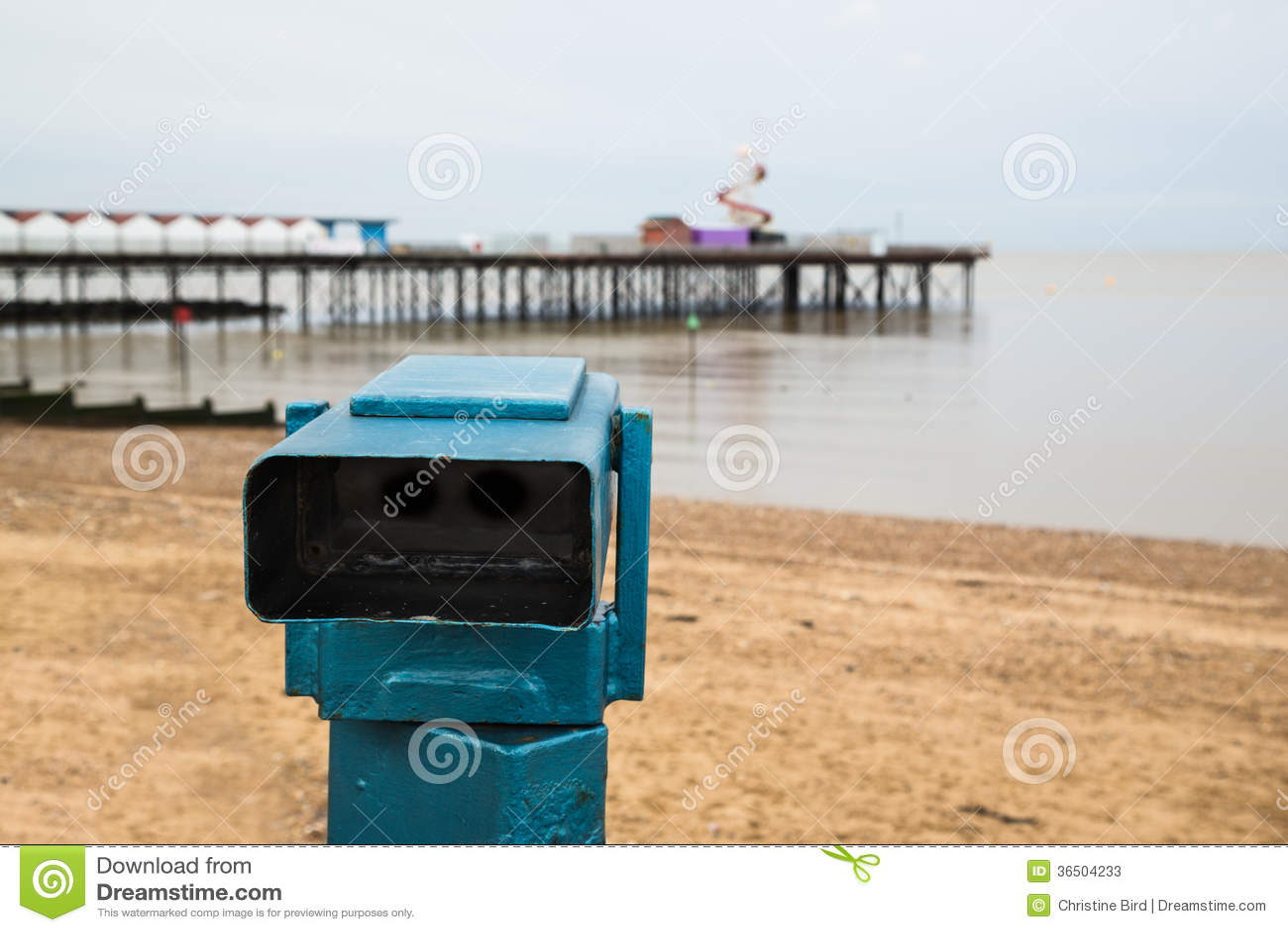 Télescope et pilier publics