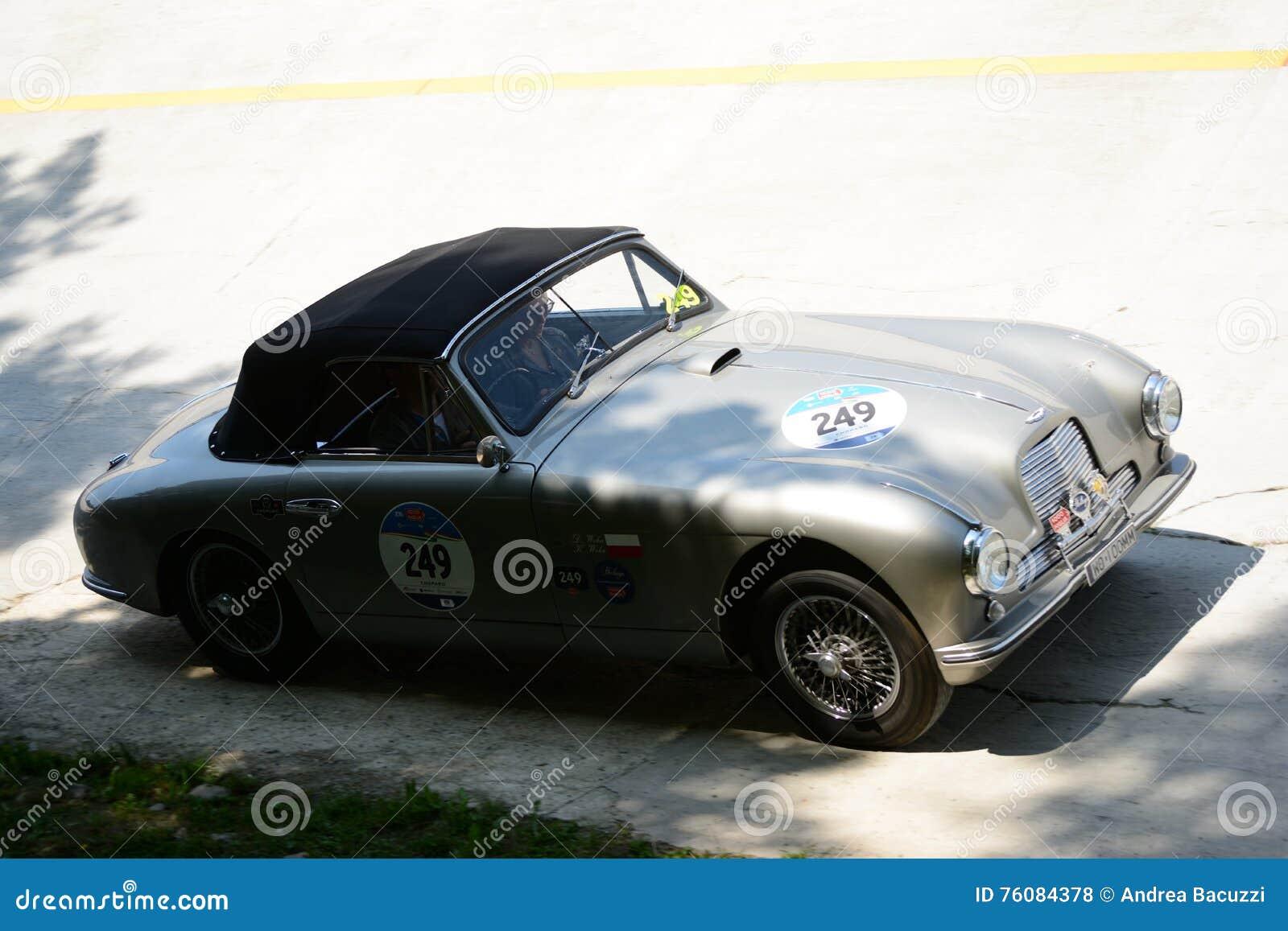 Tête 1953 de baisse d Aston Martin DB2 Coupè chez Mille Miglia