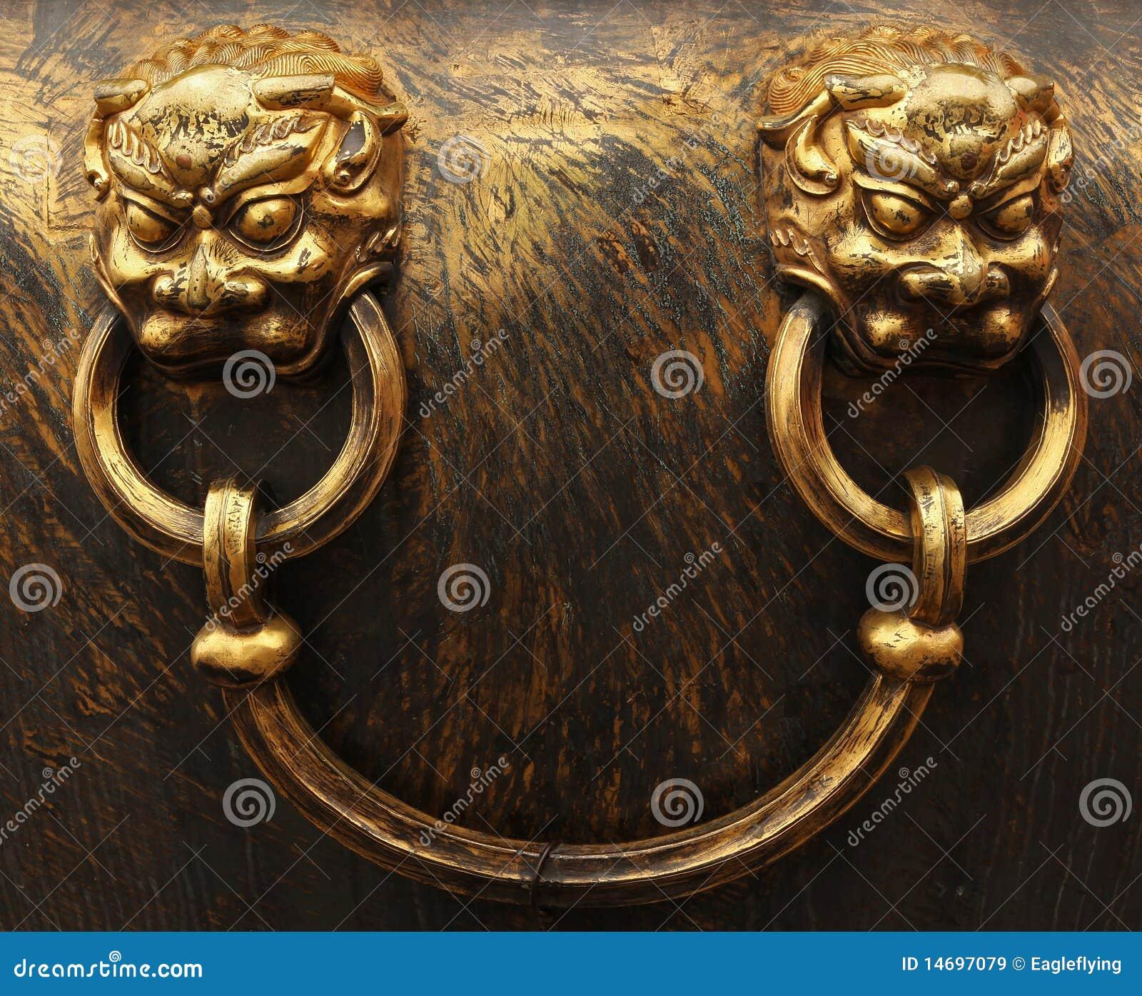 Têtes en bronze de lion. Ville interdite à Pékin