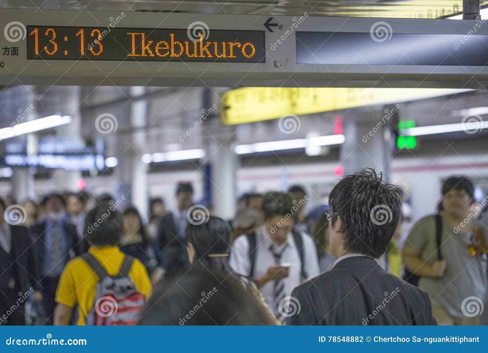 TÓQUIO, JAPÃO - 31 DE MAIO DE 2016: Metro do metro do Tóquio