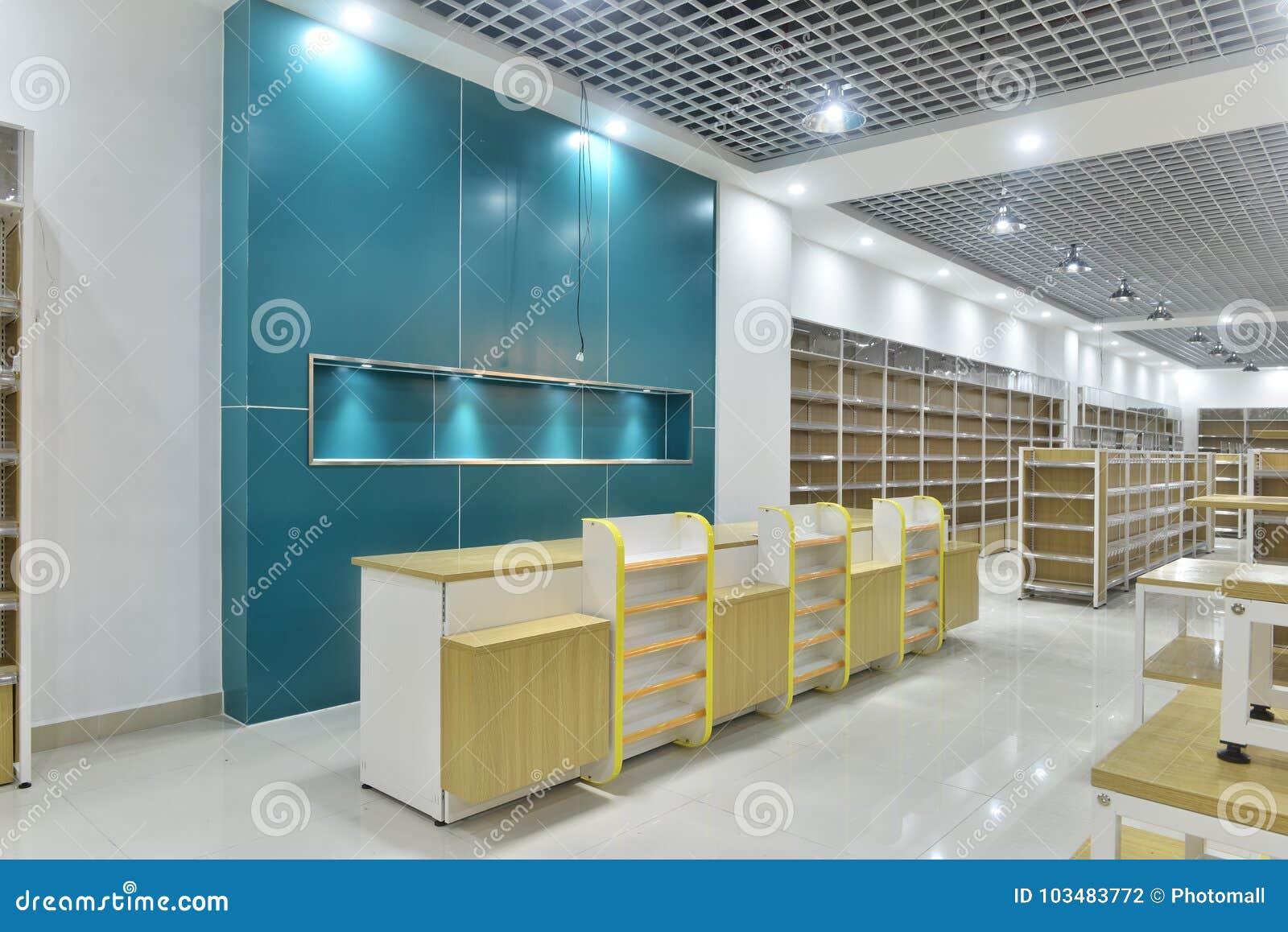 Töm lagerinre av supermarket