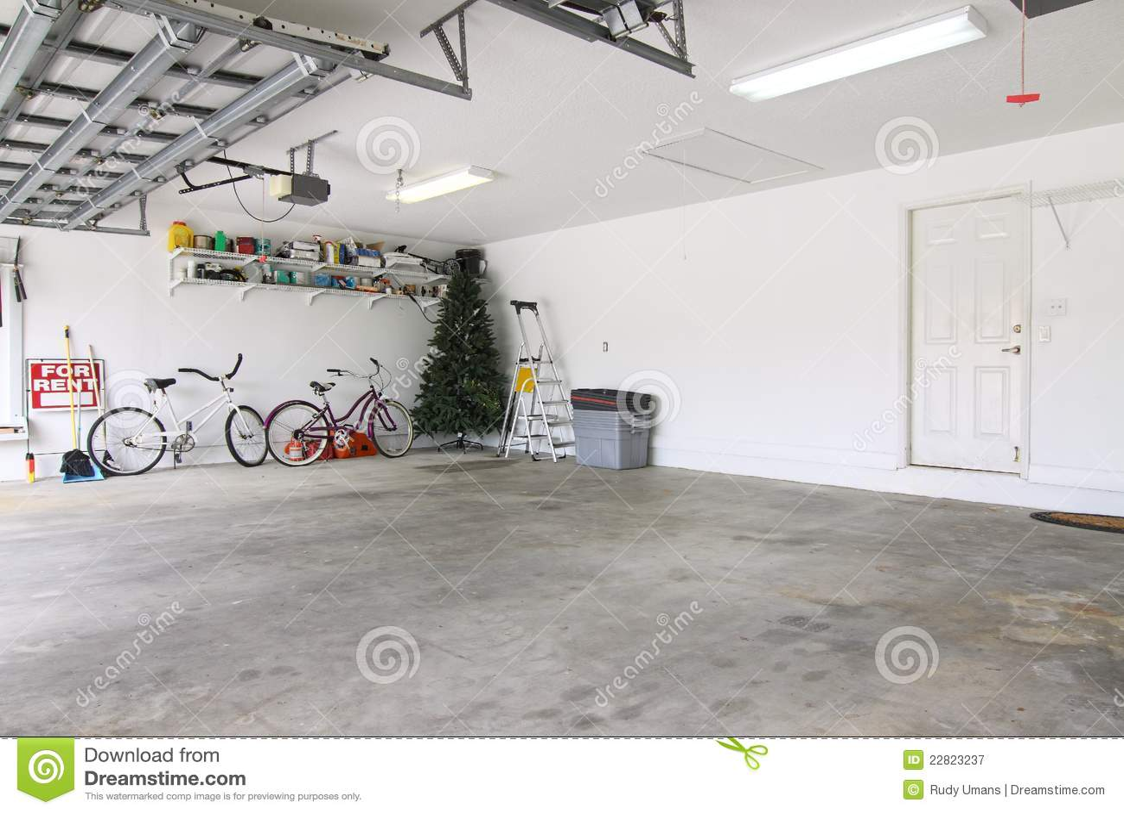 Töm nästan garage