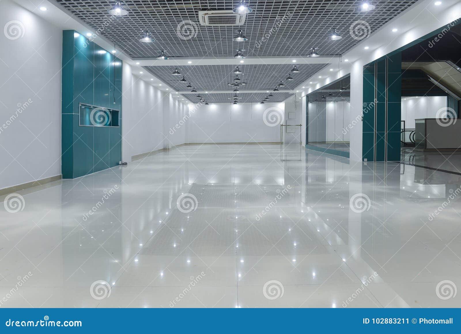 Töm rum i modern kommersiell byggnad