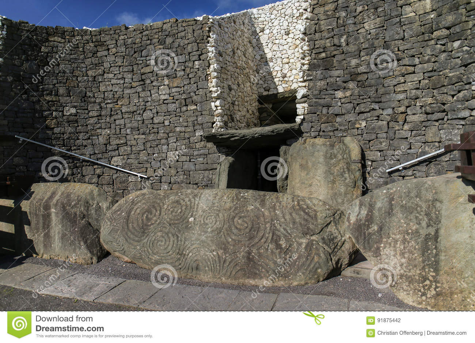 Túmulo megalítico 3200 da passagem de Newgrange BC