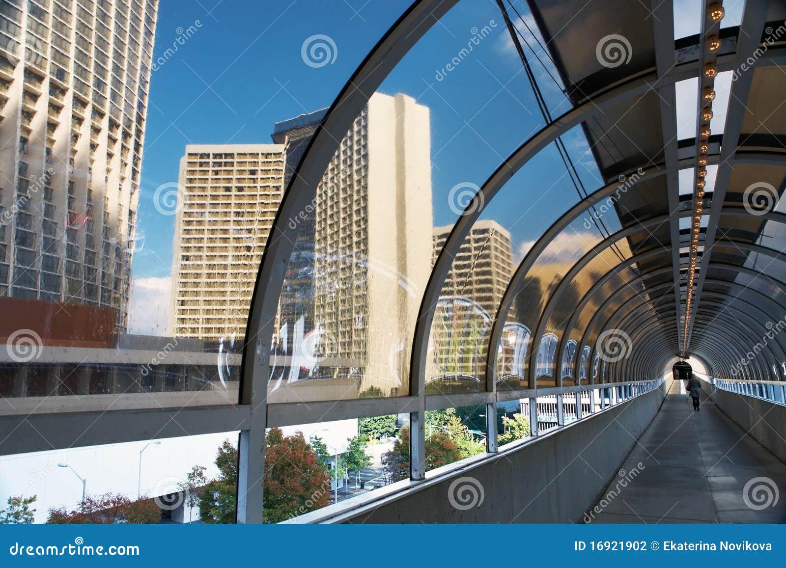Túnel entre dois edifícios. Atlanta.