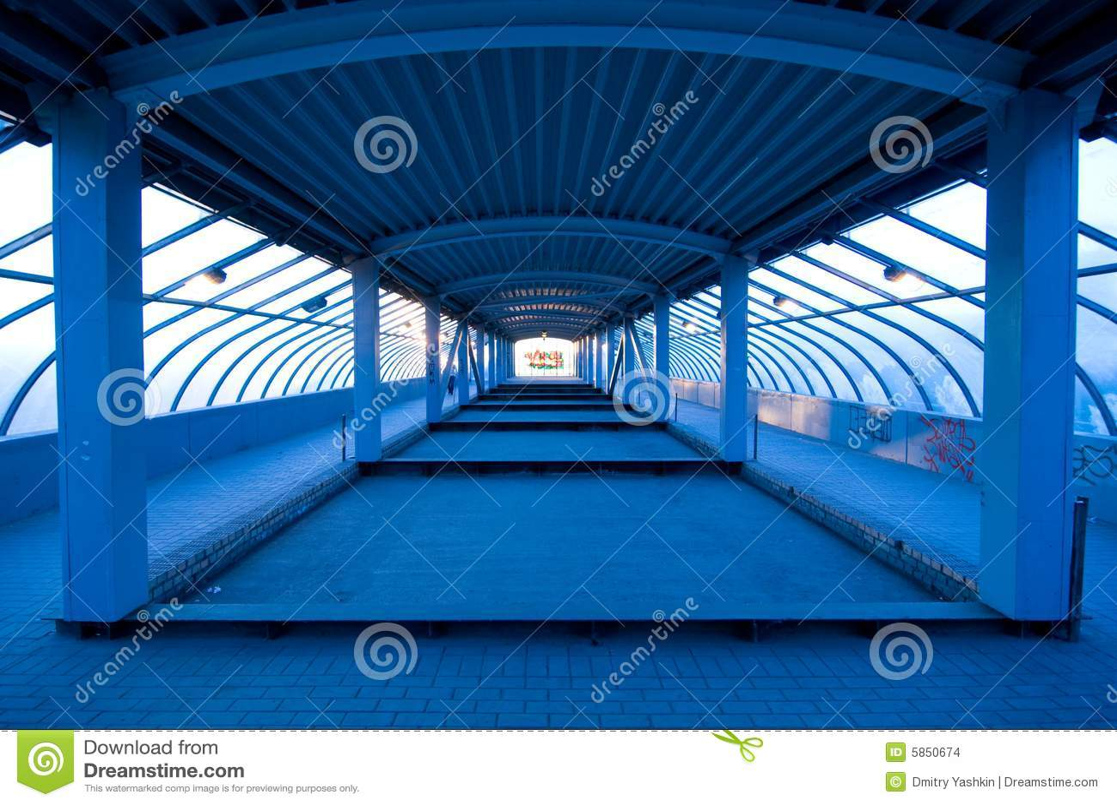 Túnel no azul