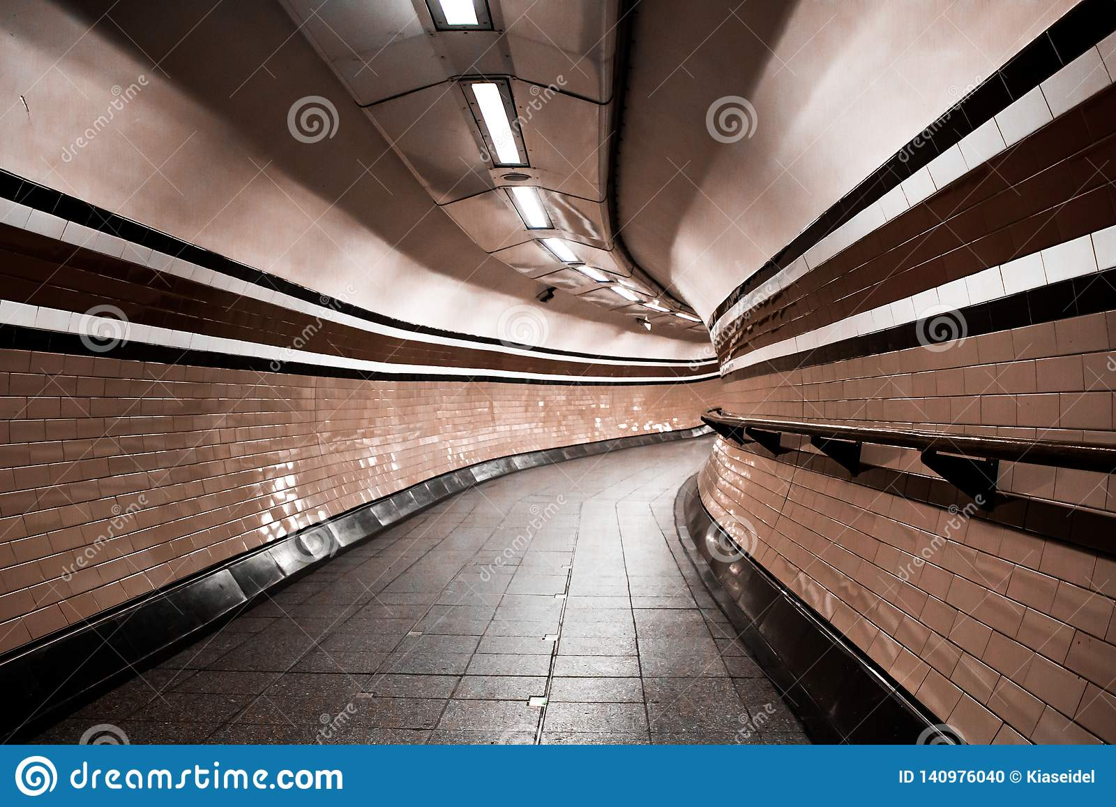 Túnel subterráneo de Londres, curvas nadie