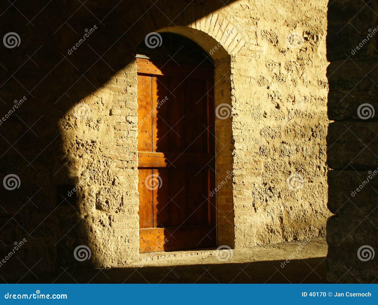 Tür im Farbton