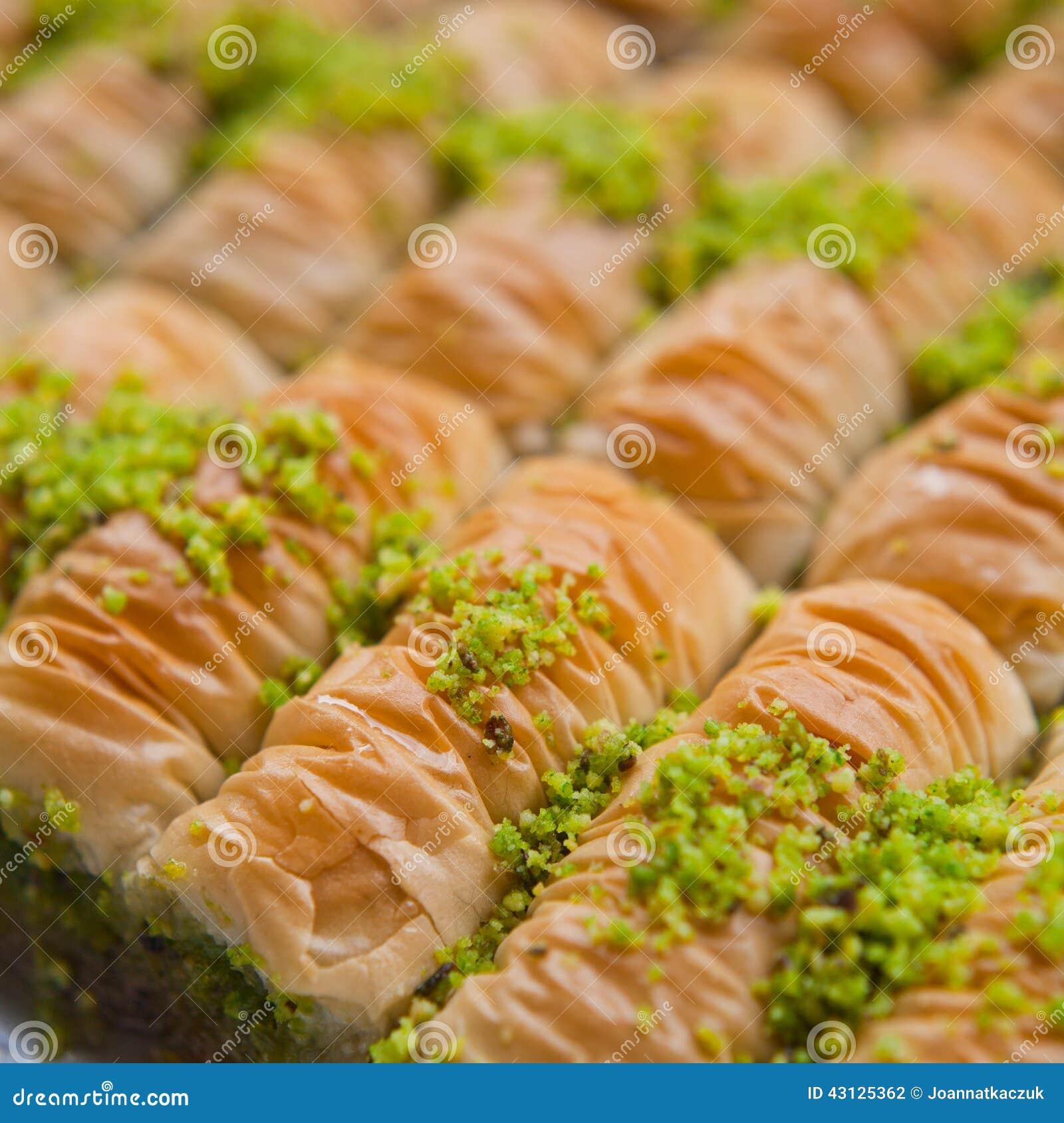 Turkische Baklava Mit Pistazien Stockfoto Bild Von Meer Gesetzt
