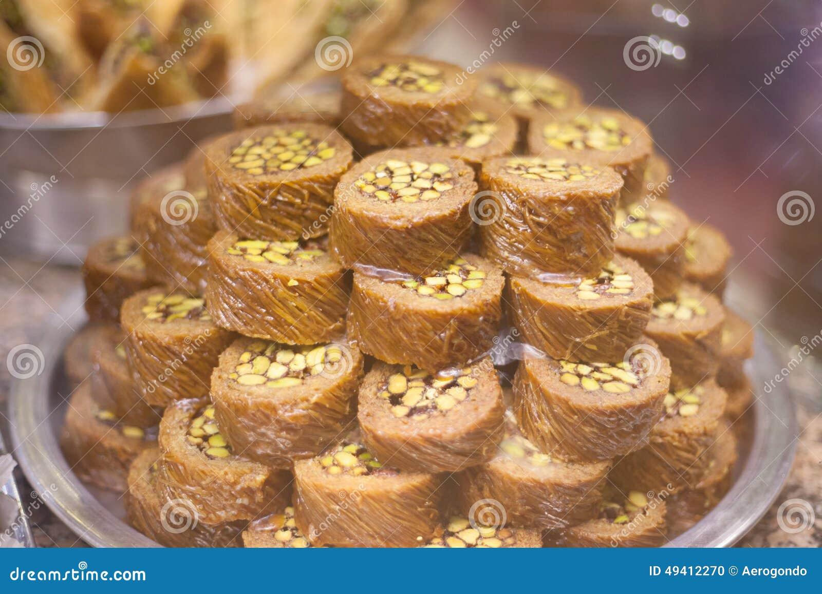 Download Türkische Bonbons Auf Silberner Messingplatte Stockfoto - Bild von muttern, geschmackvoll: 49412270