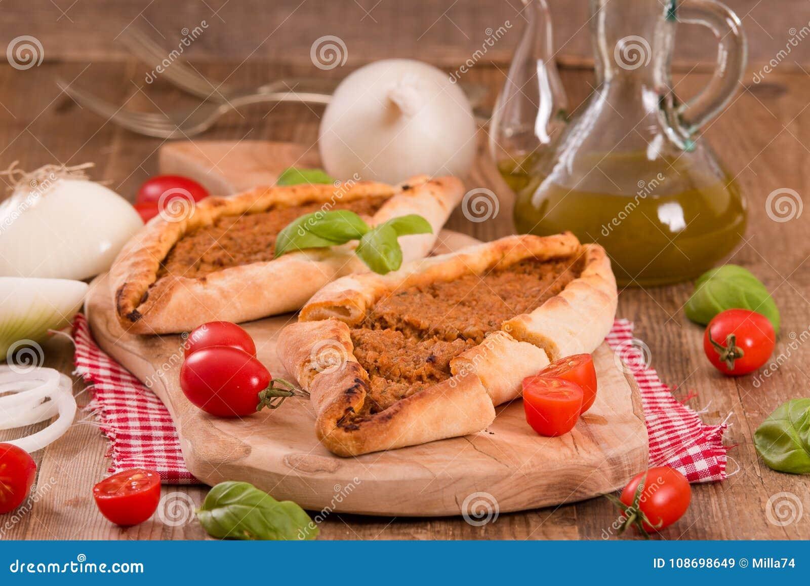 Türkische Pide Pizza Mit Fleisch Und Zwiebel Stockbild Bild Von