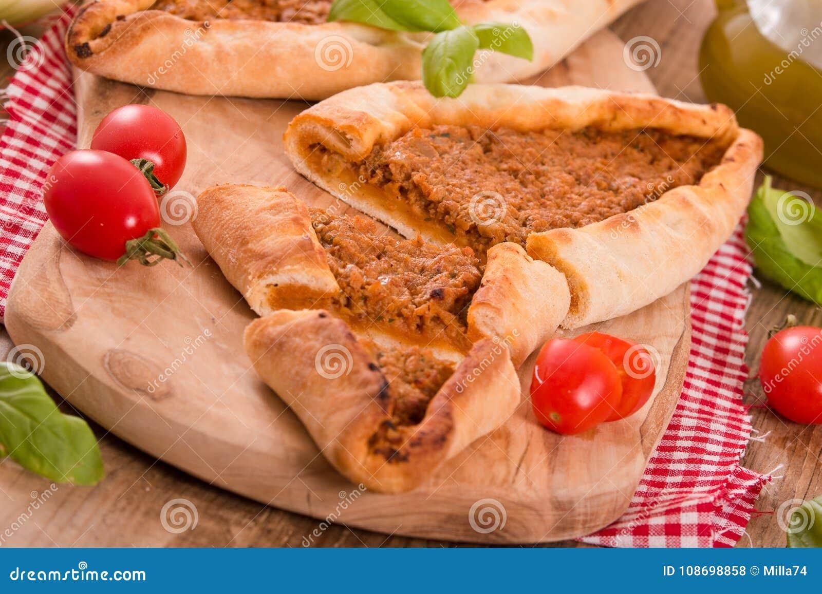 Türkische Pide Pizza Mit Fleisch Und Zwiebel Stockfoto Bild Von