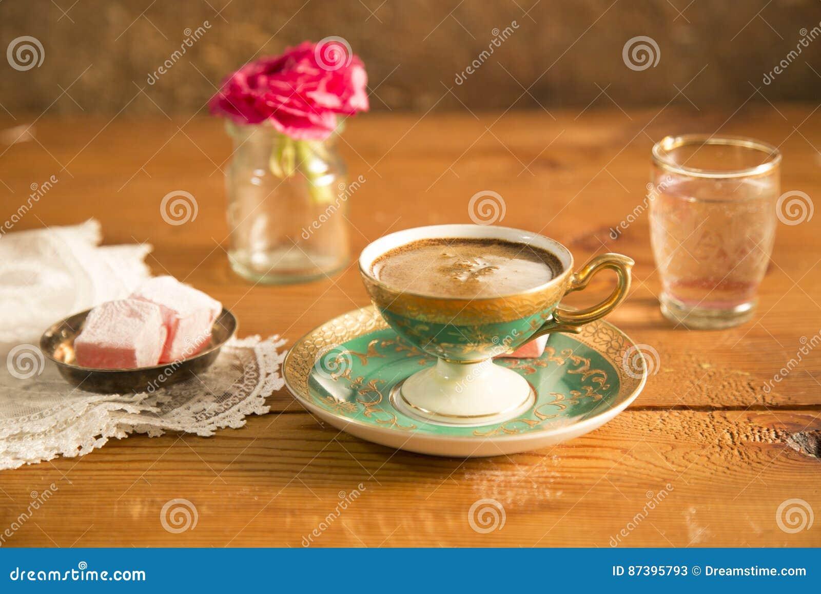 Türkischer Kaffee Gedient Mit Türkischer Freude Stockbild - Bild von ...