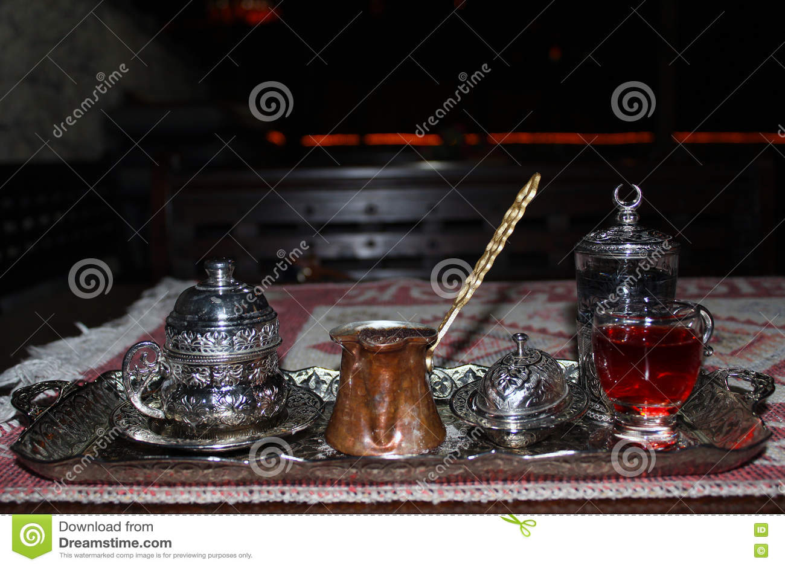 Türkischer Kaffee Im Kupfer Nachts Stockfoto - Bild von sirup ...