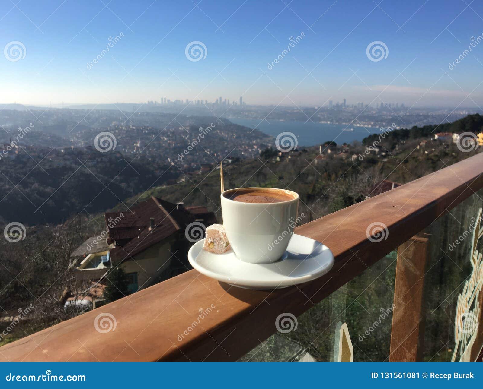 Türkischer Kaffee und Freude in Ä°stanbul
