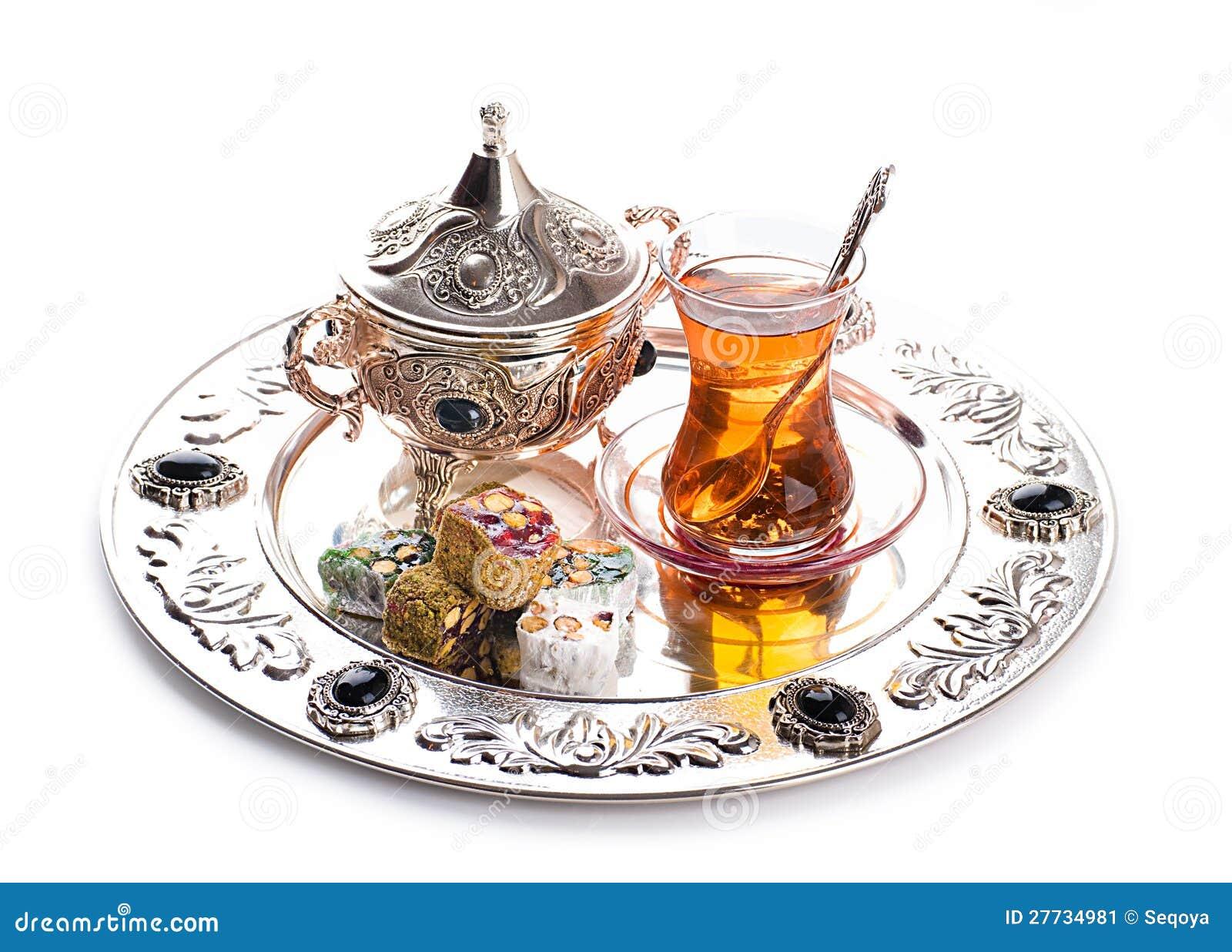 Türkischer Tee und Bonbons