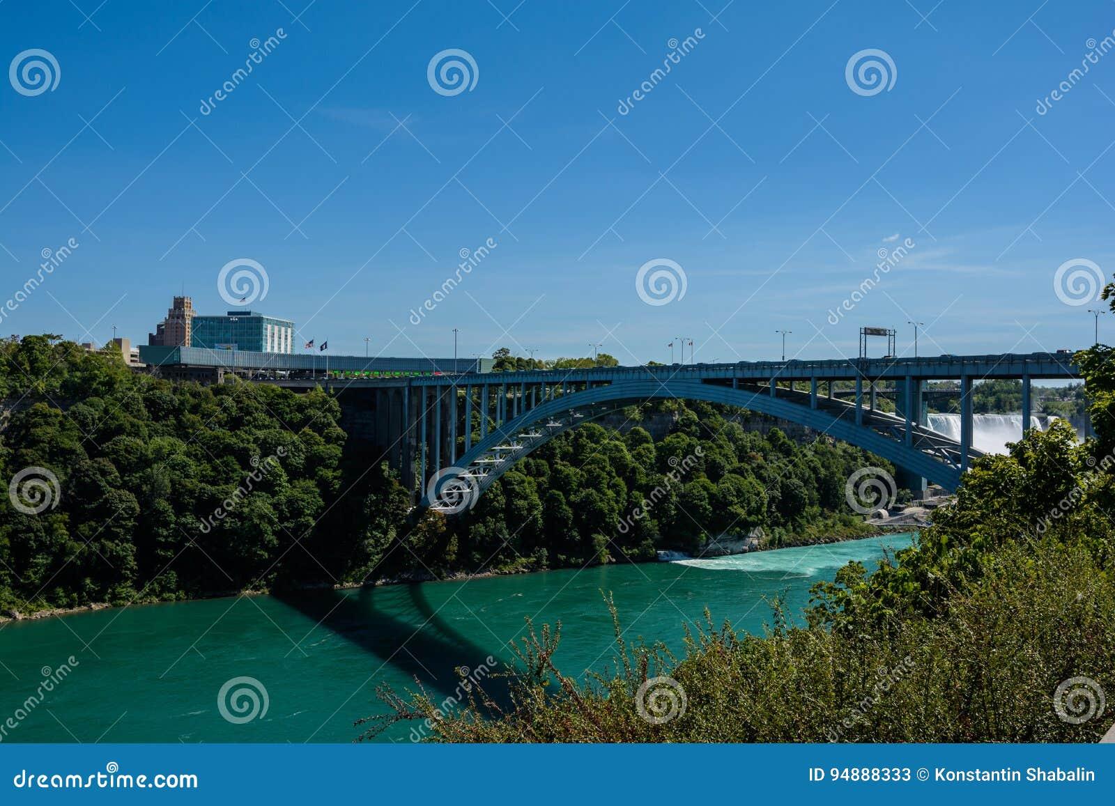 Tęcza most na granicie Kanada i Stany Zjednoczone