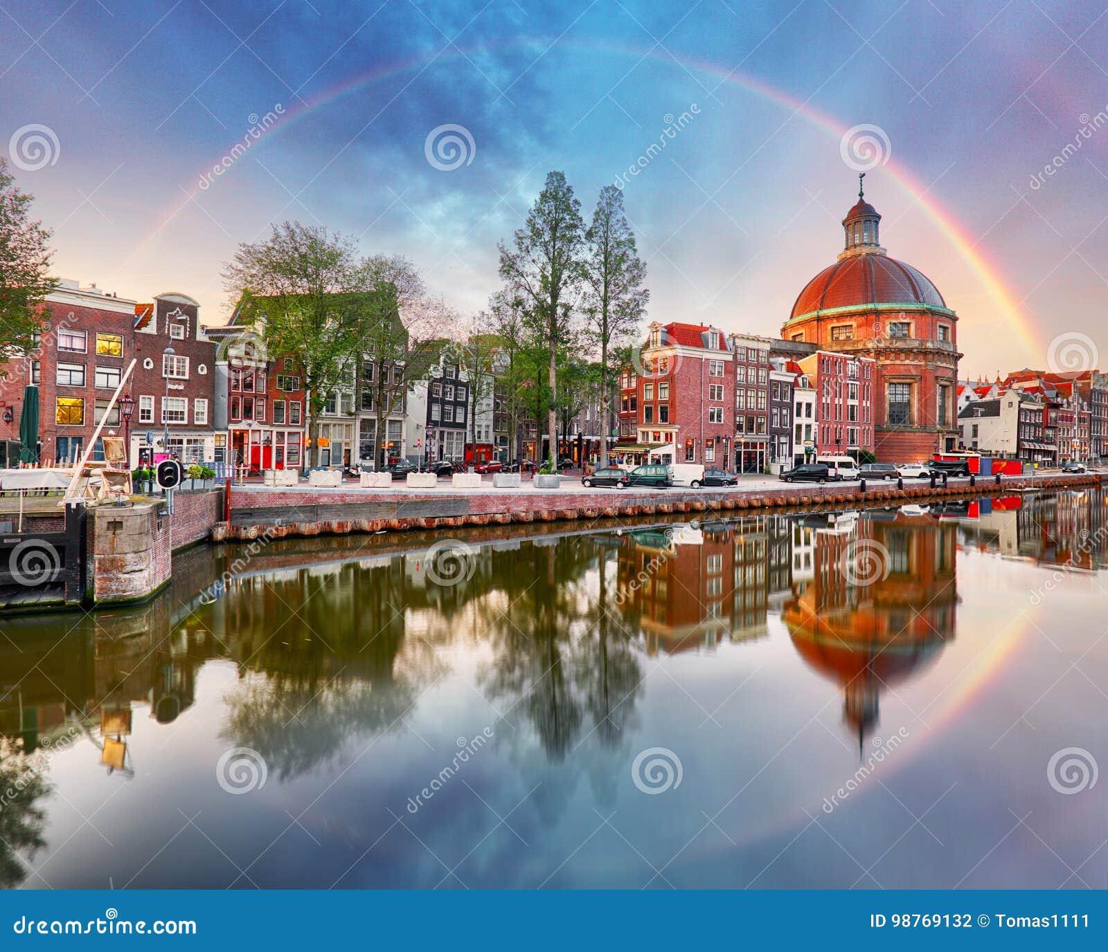 Tęcza nad Amsterdam kościelny Koepelkerk, holandie