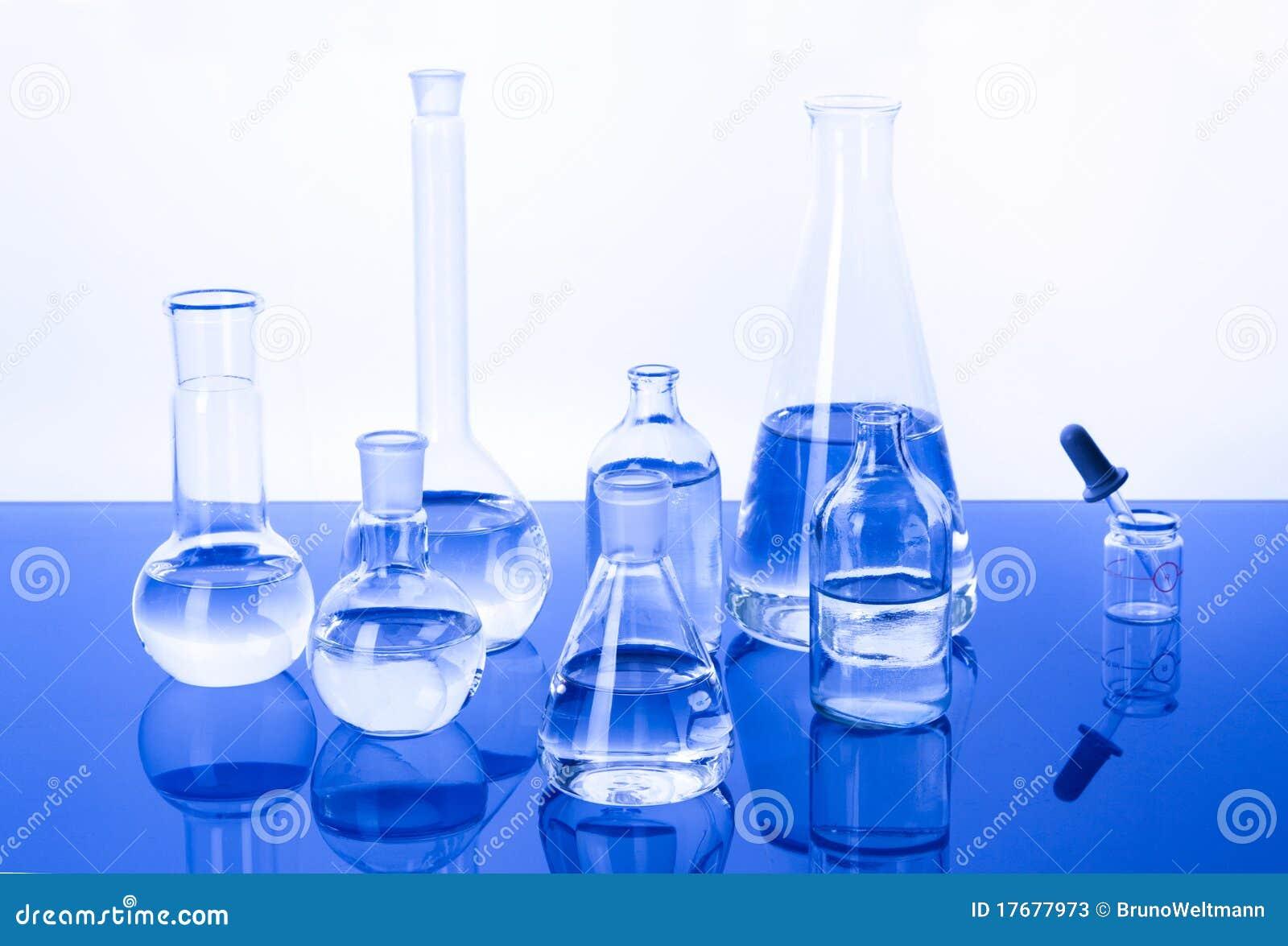 Tła błękitny glassware laboratorium