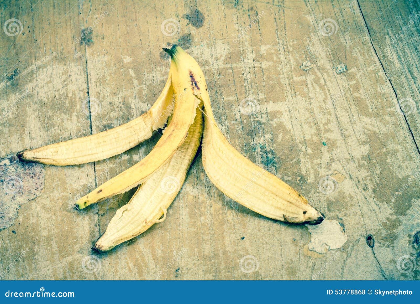 Tła banana owoc odizolowywający łupy biel kolor żółty
