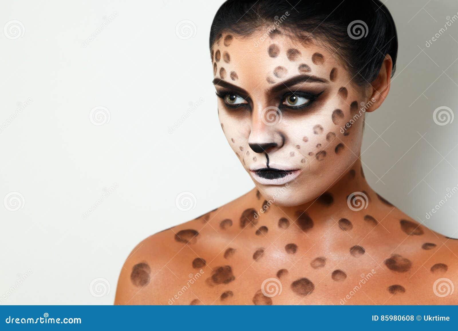Tło białe dziewczyny portret Twarzy sztuka Ciało sztuka fryzury Czarni włosy dziki kot twarzowy profil