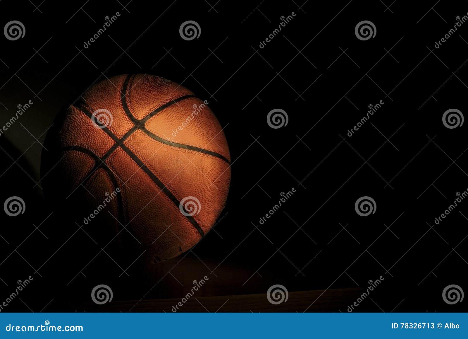 Tło białe odosobnione balowej koszykówki