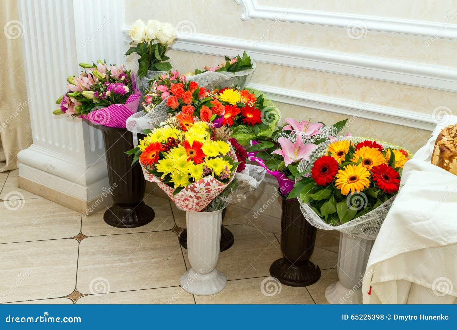 Tło bukiety gręplują dekoracyjnego kwiecistego kwiatów ilustraci dwa wektor