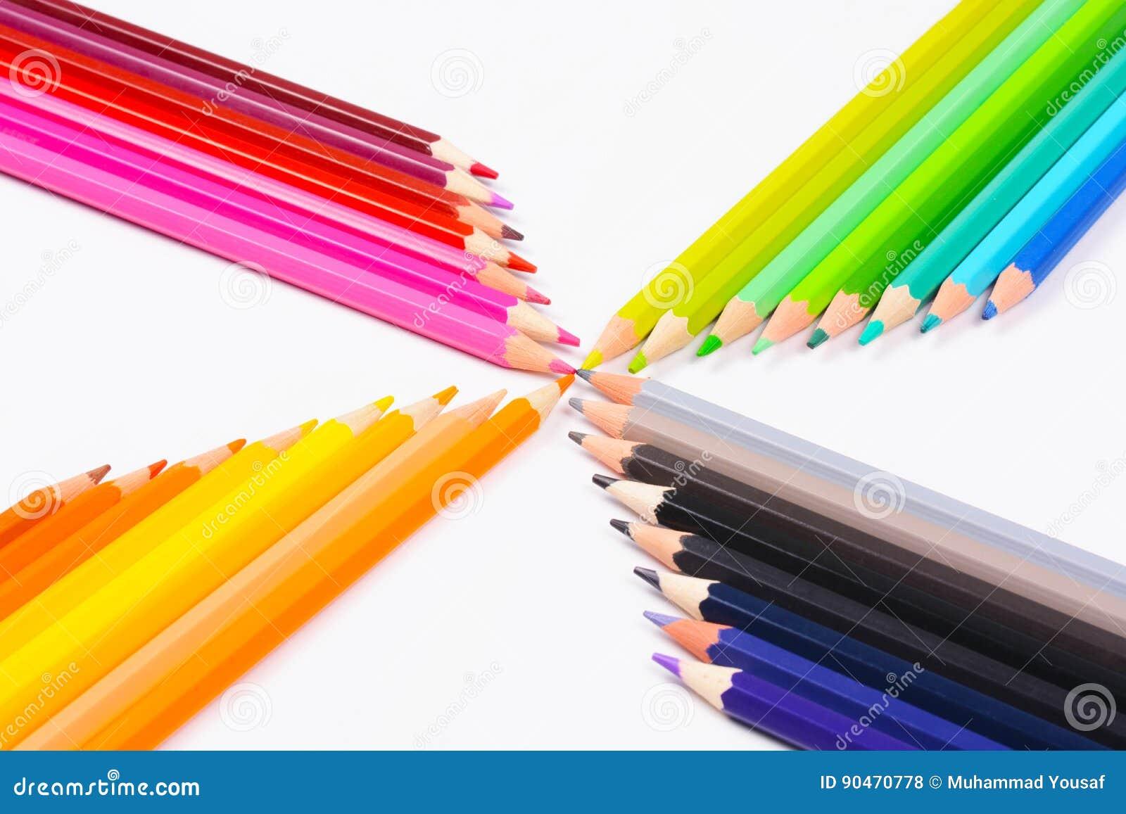 Tło kolor barwił biały odosobnionych ołówkowych ołówki