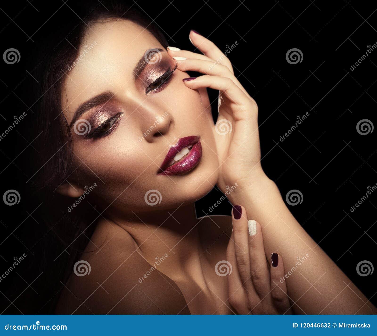 Tło murzynka Piękny jaskrawy moda model bea