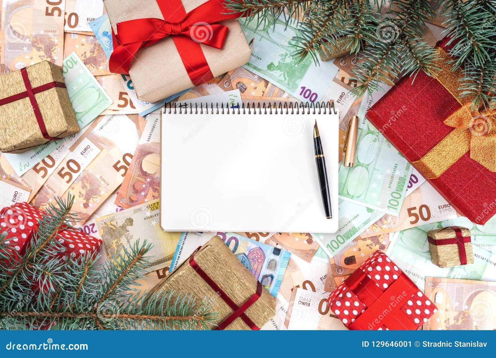 Tło od banknotów różna wartość Wiele prezenty w formie ramy Przestrzeń dla twój teksta w notatniku