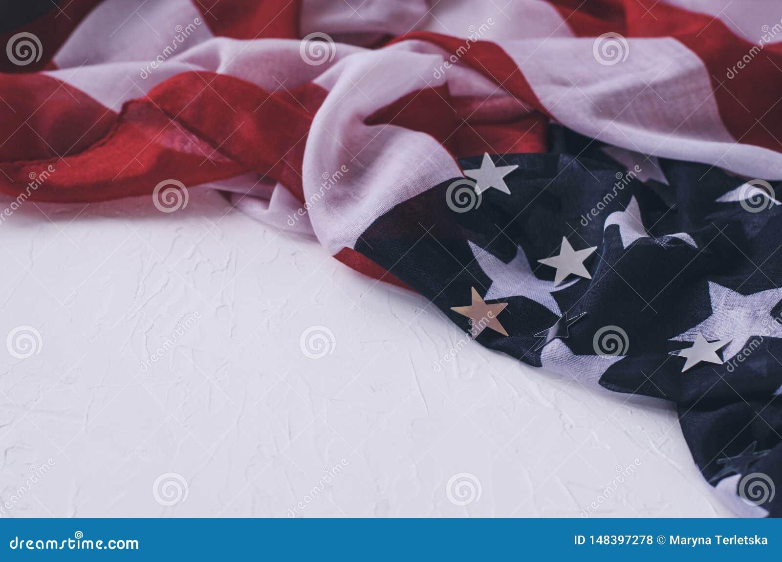 T?o z flag? Ameryka i b?yszcz?cymi gwiazdami na bia?ym tle