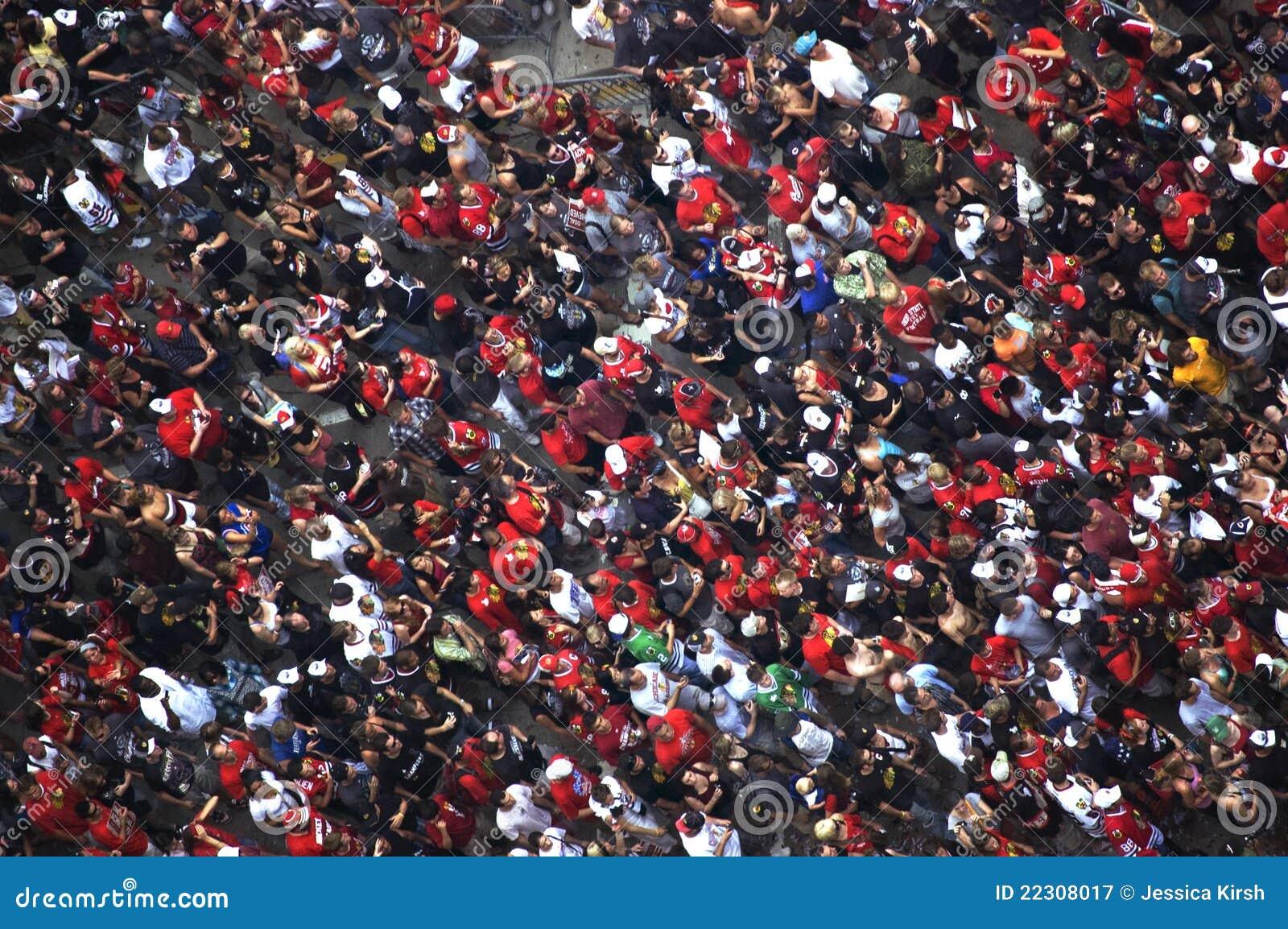 Tłum Świętuje przy Blackhawks Chicagowską Paradą