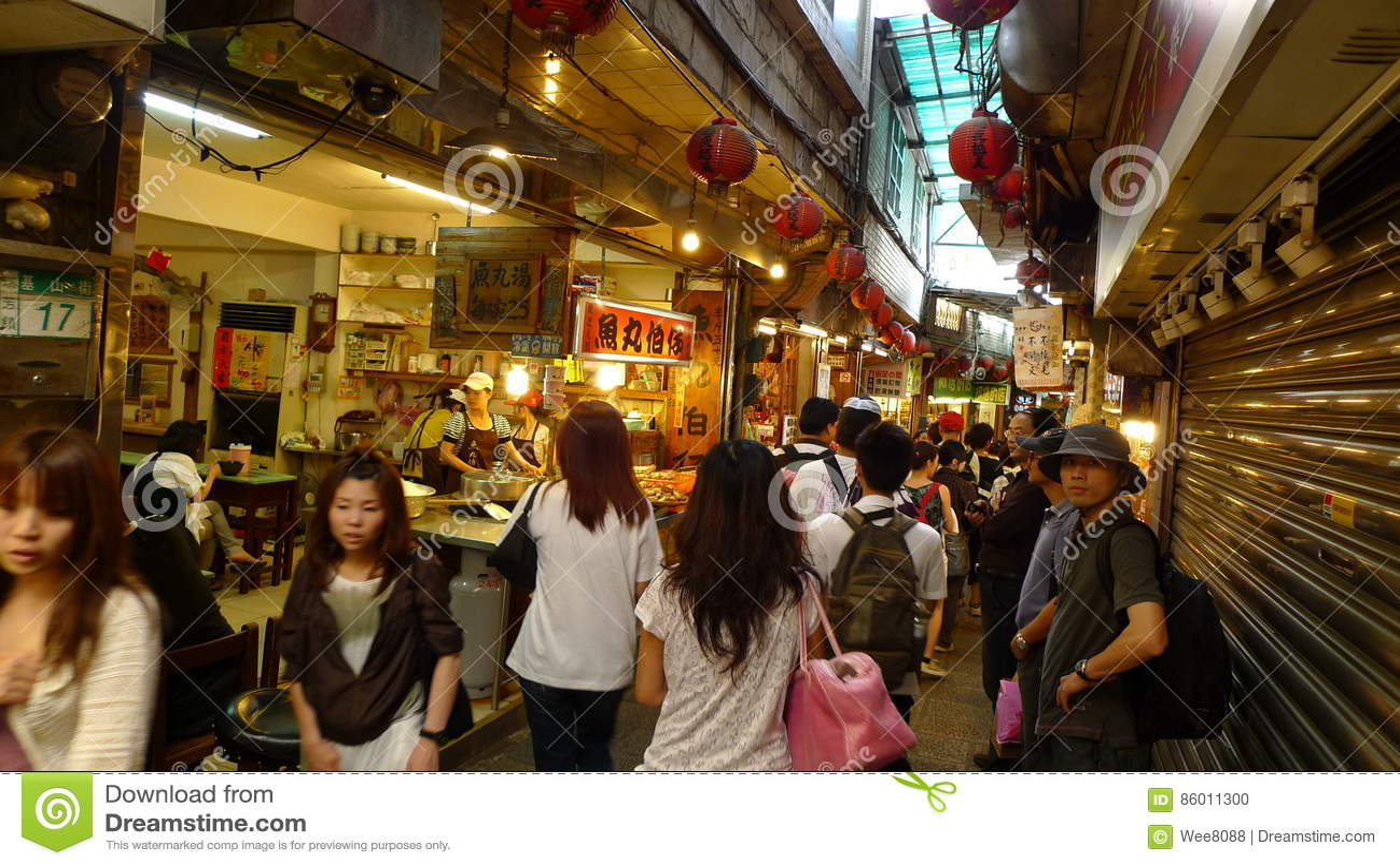 Tłum goście i turyści odwiedzamy Jiufen starą ulicę, Taipei, Tajwan