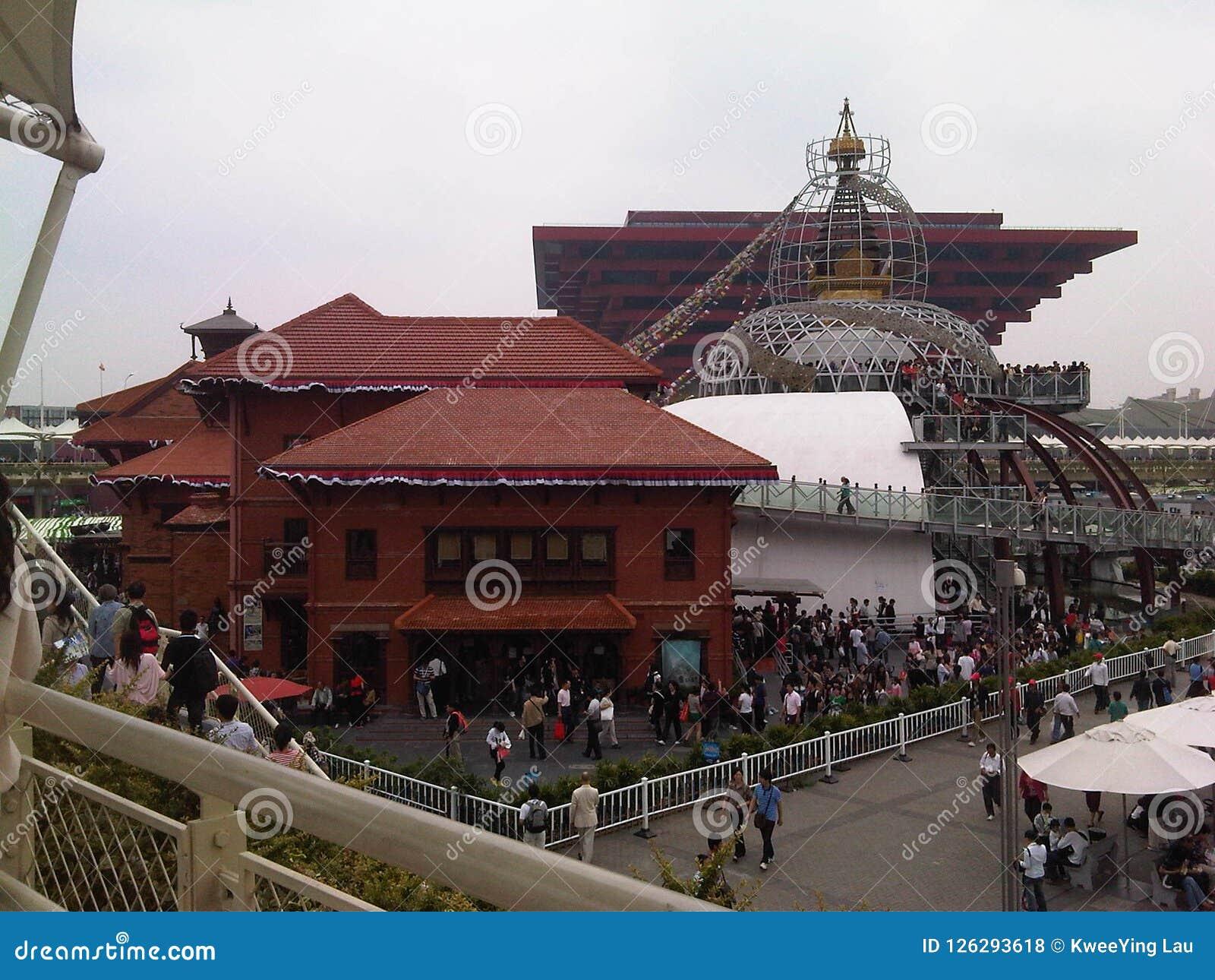 Tłum przy Porcelanowym światowym expo 2010