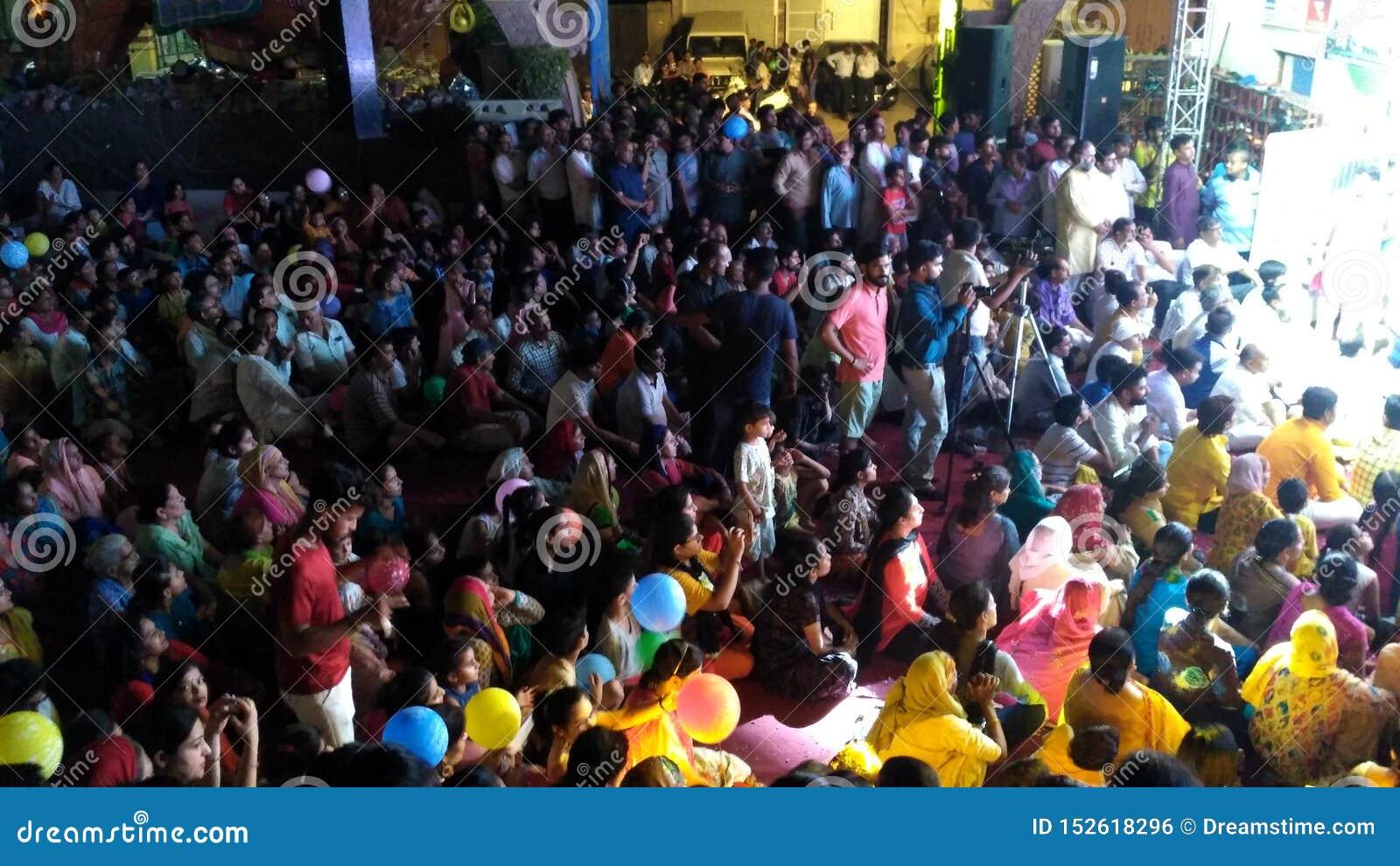 Tłum w świątyni