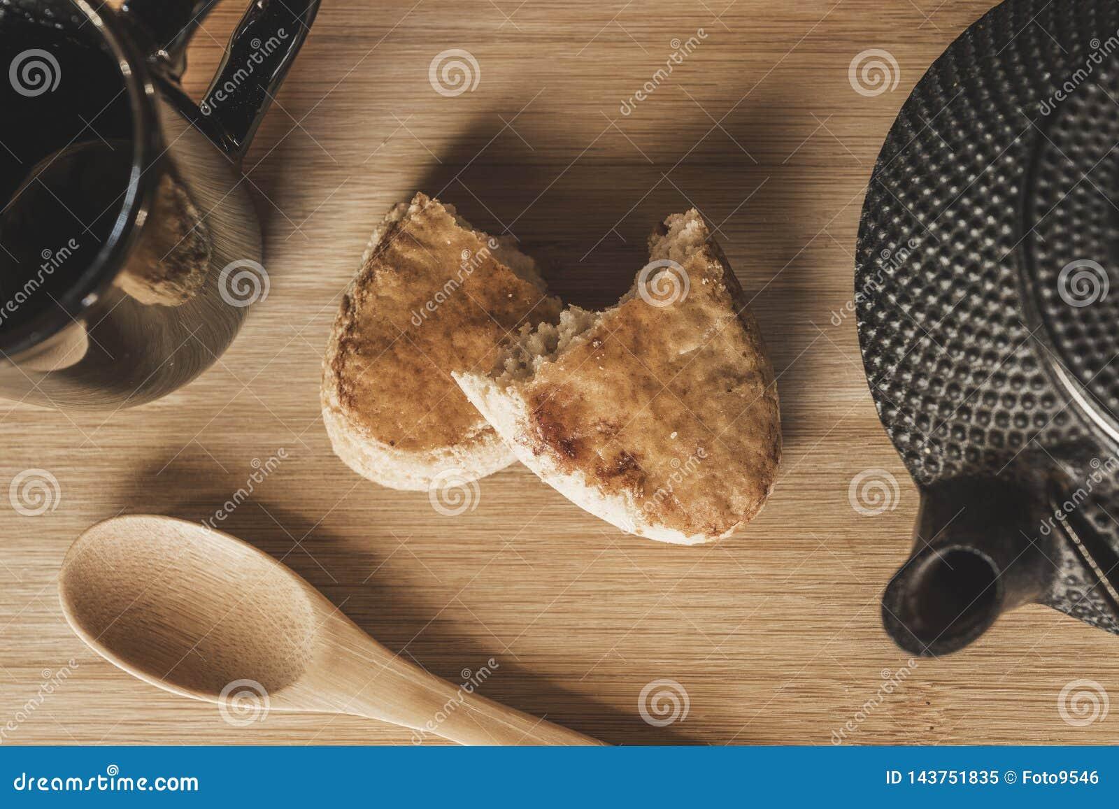 T? e biscotti sulla tavola