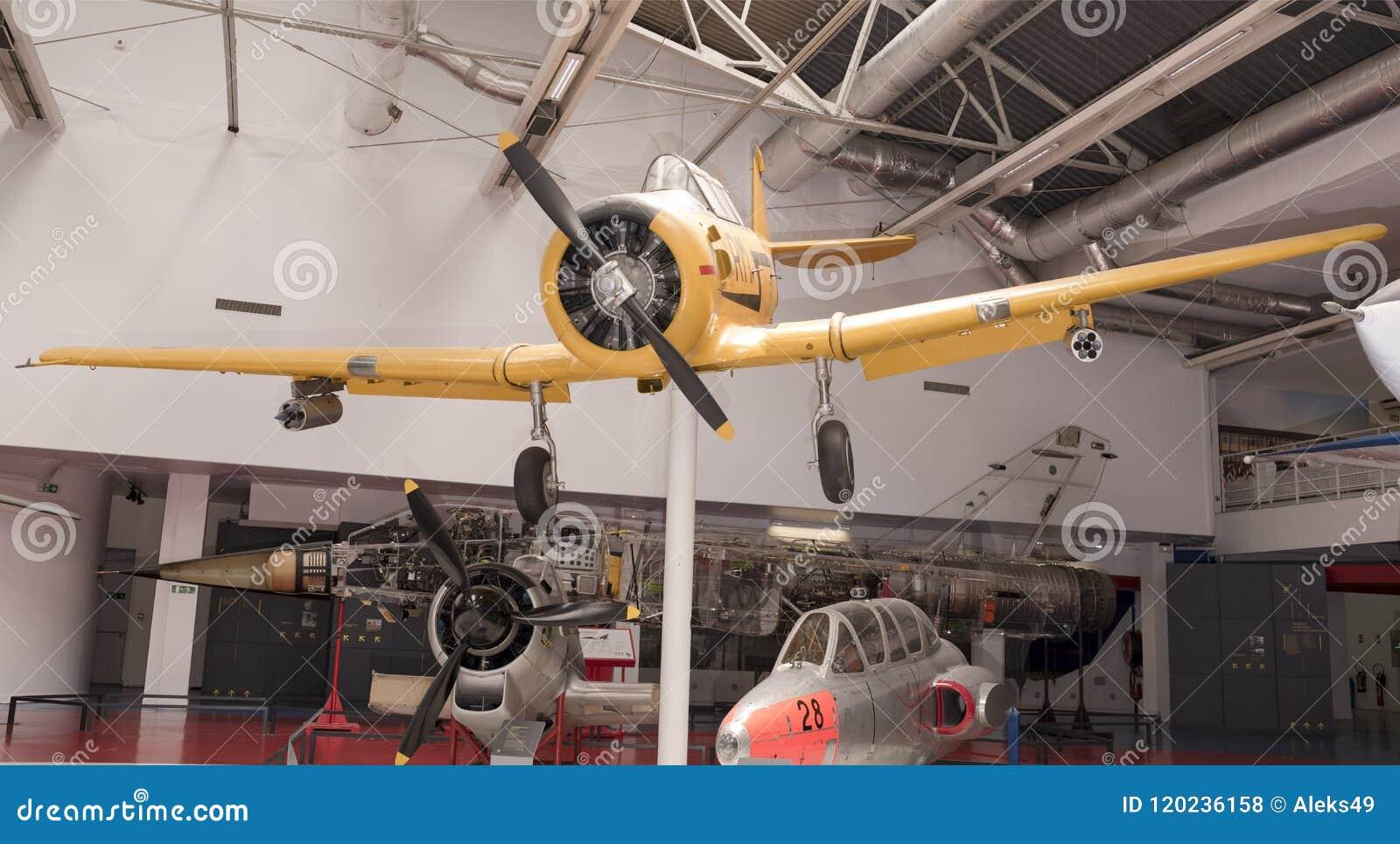 T-6G nord-américain Texan1935 dans le musée de l astronautique