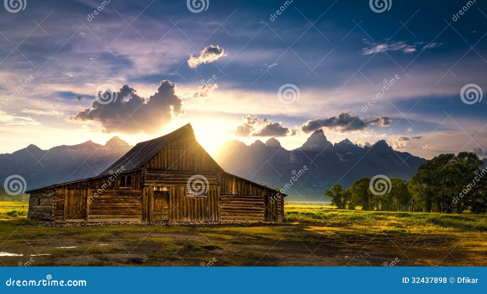 T.A. Moulton Barn After a tempestade