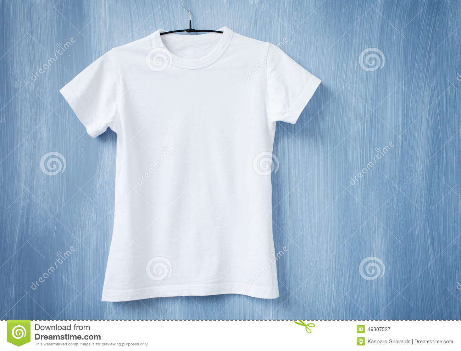 t shirt blanc sur le cintre image stock image du advertising chemise 49307527. Black Bedroom Furniture Sets. Home Design Ideas