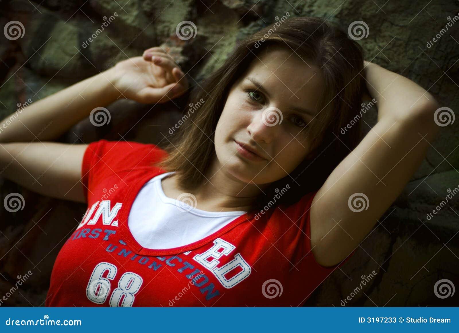 T-shirt de rouge de fille
