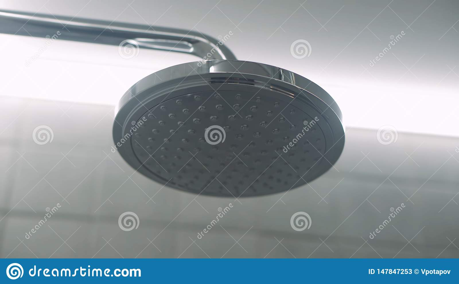 T?tt huvud skjuten dusch upp Rengöra bakgrund