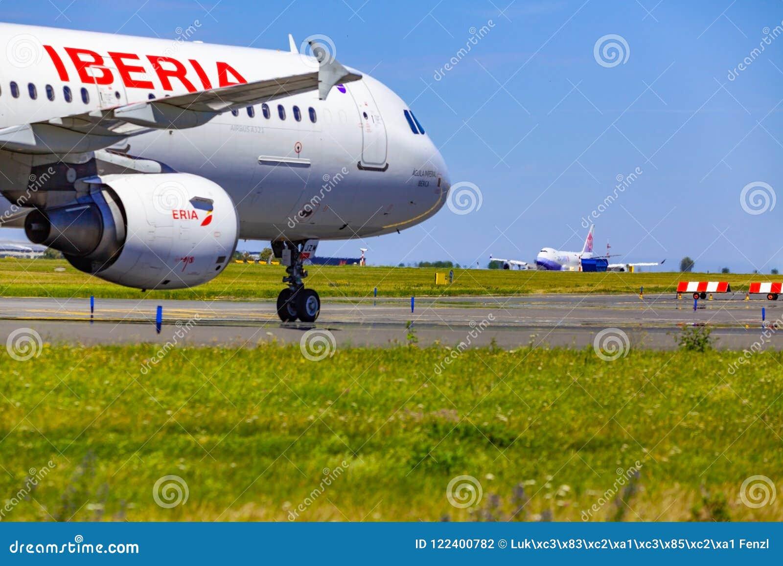 Ta av på den Vaclav Havel flygplatsen, Prague, China Airlines last B