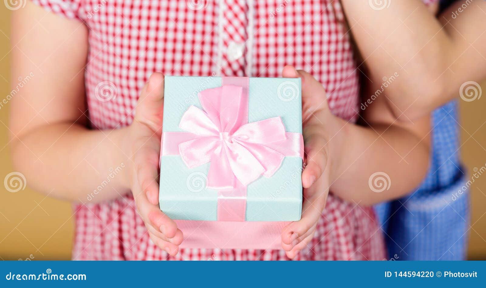 Ta detta Aktie och generositet Tacka dig s? mycket Bakgrund f?r ask f?r barnh?llg?va beige F?rtjust g?va f?r ungeflicka flicka