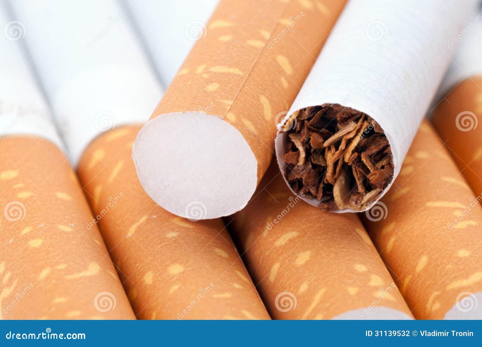 Tabak in den Zigaretten schließen oben