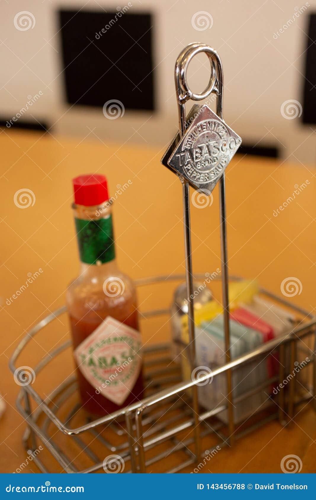 Tabascosausmerken op een restaurantlijst